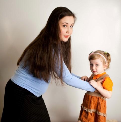 как правильно поднимать ребенка